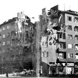 """Апартаментът на семейството на бул. """"Патриарх Евтимий"""" срещу Попа, разрушен при бомбардировките януари 1944 г."""
